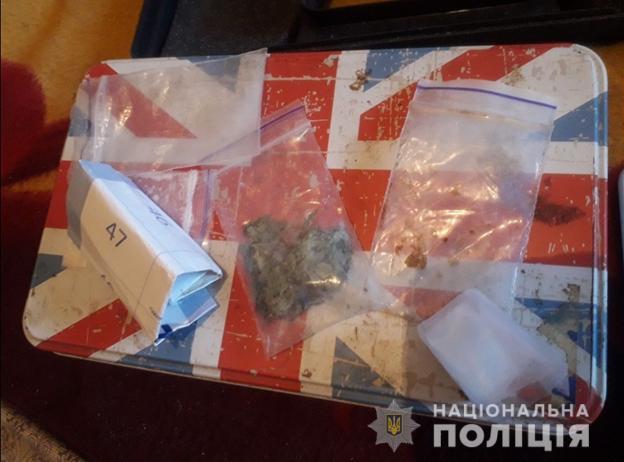 На Южном провели обыски по делу о незаконном обороте наркотиков (ФОТО)