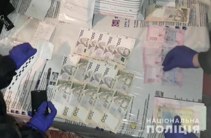 Запорожская полиция провела обыски у подозреваемого в торговле наркотиками (ВИДЕО)