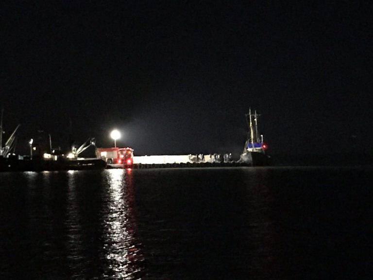В Бердянском заливе загорелось рыболовецкое судно (ФОТО)