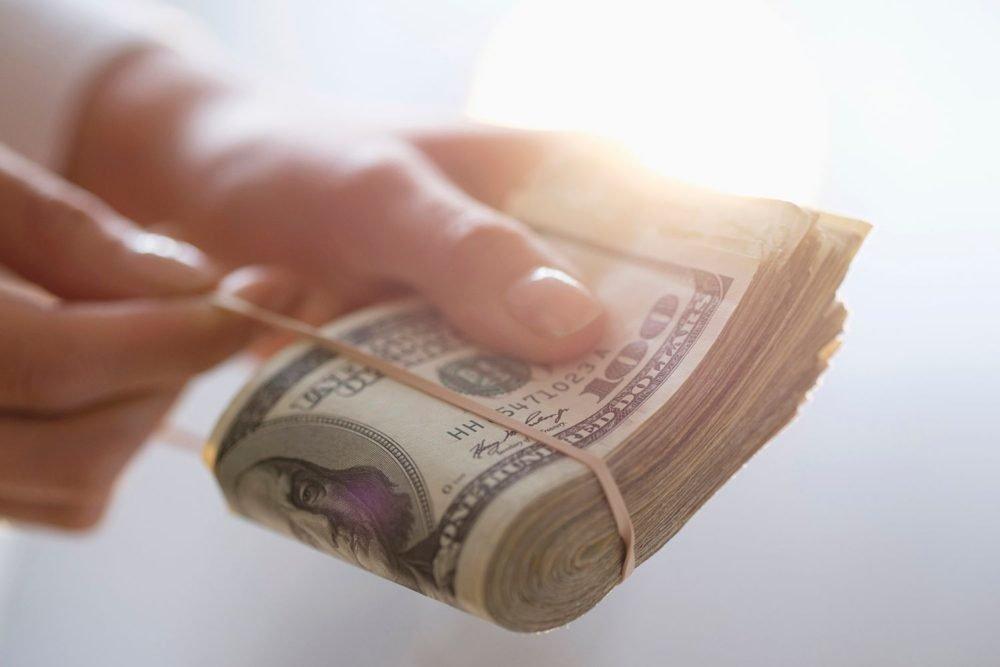 Круговорот финансов: запорожская экс-юристка выиграла тендер, условия которого сама прописывала