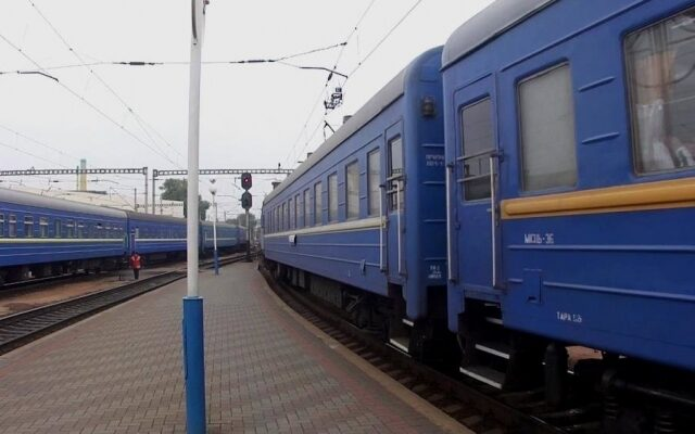 """""""Укрзалізниця"""" запускает дополнительный праздничный поезда через Запорожье"""