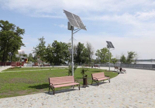 V Zaporozh'ye zavershayut rekonstruktsiyu Pravoberezhnoy plyazha