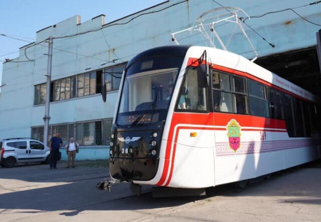 V Zaporozh'ye vypustili na marshrut obnovlennyy zaporozhskiy tramvay (FOTO)