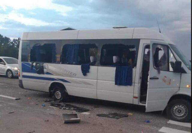 Pod Khar'kovom rasstrelyali avtobus aktivistov partii OPZZH, - politsiya rassleduyet pokusheniye na ubiystvo