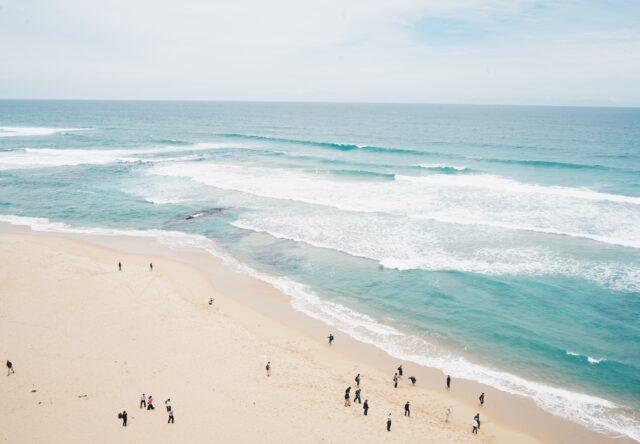 more otdykh matras spasateli okean voda plyazh solntse