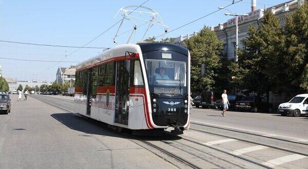 В центре Запорожья трамвай сошел с рельсов