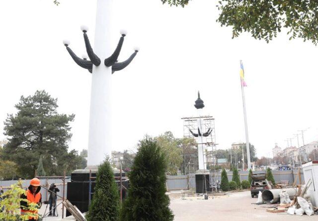 Колонны на Аллее Трудовой Славы