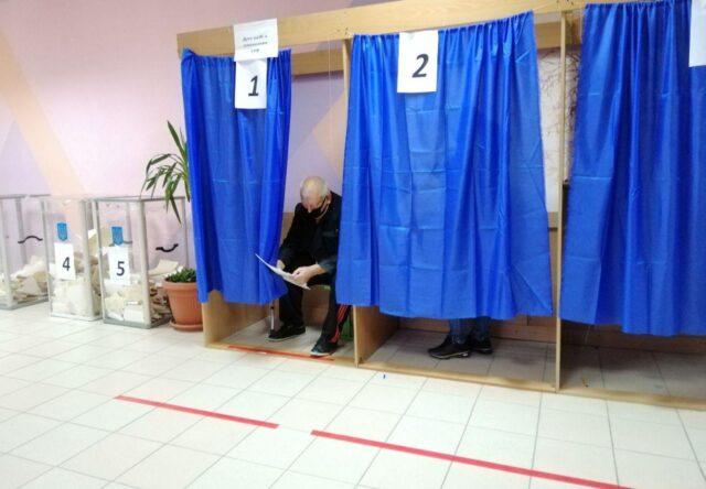 В Запорожье плакаты о кандидатах повесили не на всех участках