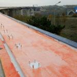 На новых мостах в Запорожье укрепляют конструкции, - фото