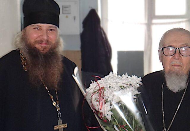 В Запорожской области 92-летний батюшка выздоровел от коронавируса