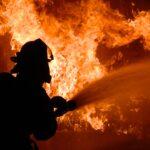 В Запорожье возле жилого дома сгорел легковой автомобиль