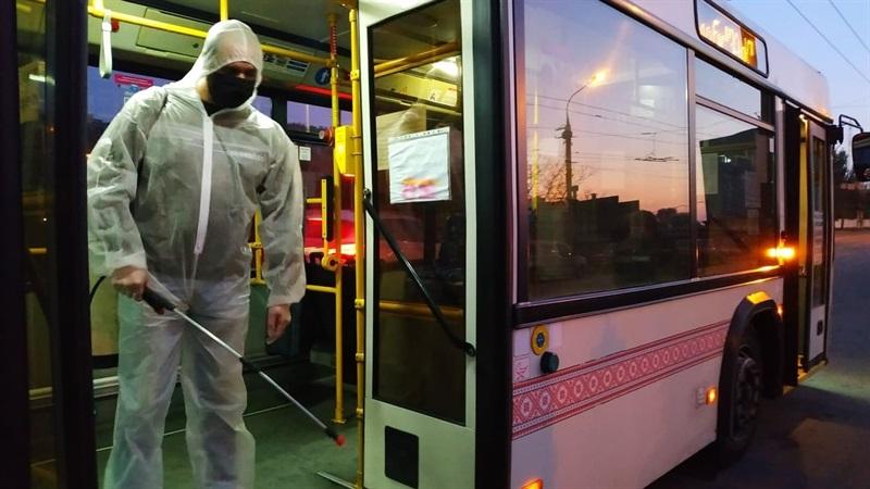 В Запорожье продолжается дезинфекция общественного транспорта