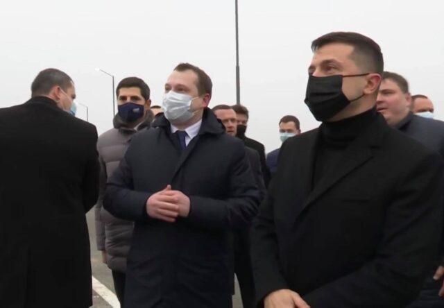 Президент Украины проинспектировал новый мост в Запорожье