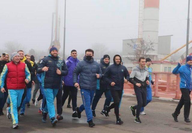 Запорожский губернатор провел 2020 год пробежкой по новому мосту