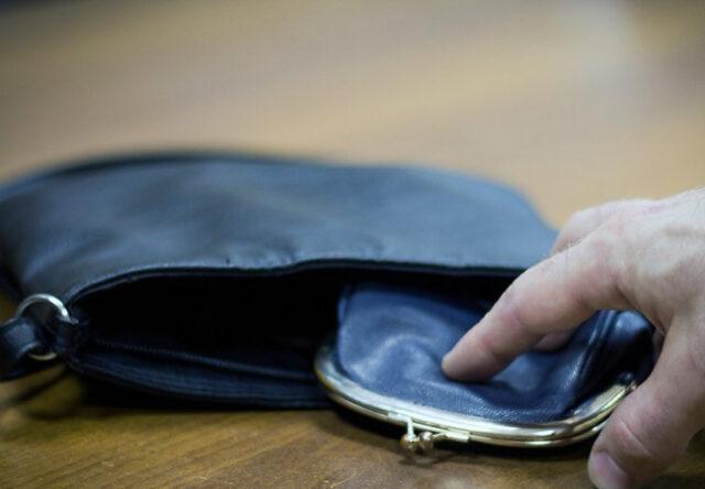 В Запорожской области ранее судимый мужчина ограбил пенсионерку
