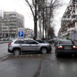 На проспекте Соборном изменили правила парковки автомобилей
