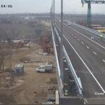 На новом запорожском мосту нанесли дорожную разметку