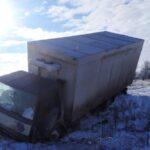 В Запорожской области водители не справились с управлением на скользких дорогах