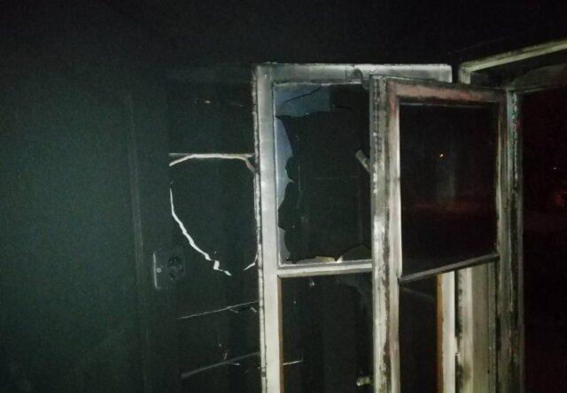 В Запорожье ночью сгорел жилой дом, - фото