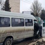 На дамбе в Запорожье столкнулись две маршрутки