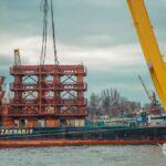 Кран «Захарий» приступил к строительству моста в Запорожье