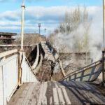 В Запорожье из-за сильного ветра обрушился мост