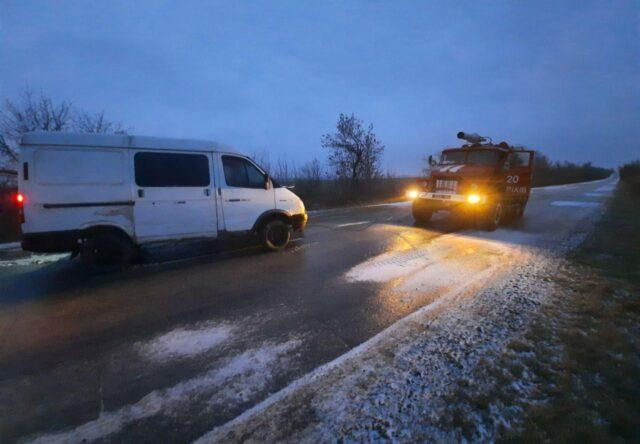 В Запорожской области в снегу застрял автобус с пассажирами