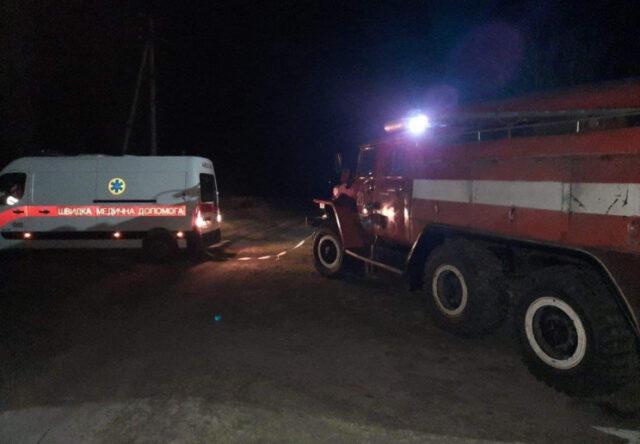 """В Запорожской области спасатели вытащили """"скорую""""из грязи"""