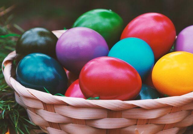Пасхальные яйца окрашивание Пасха