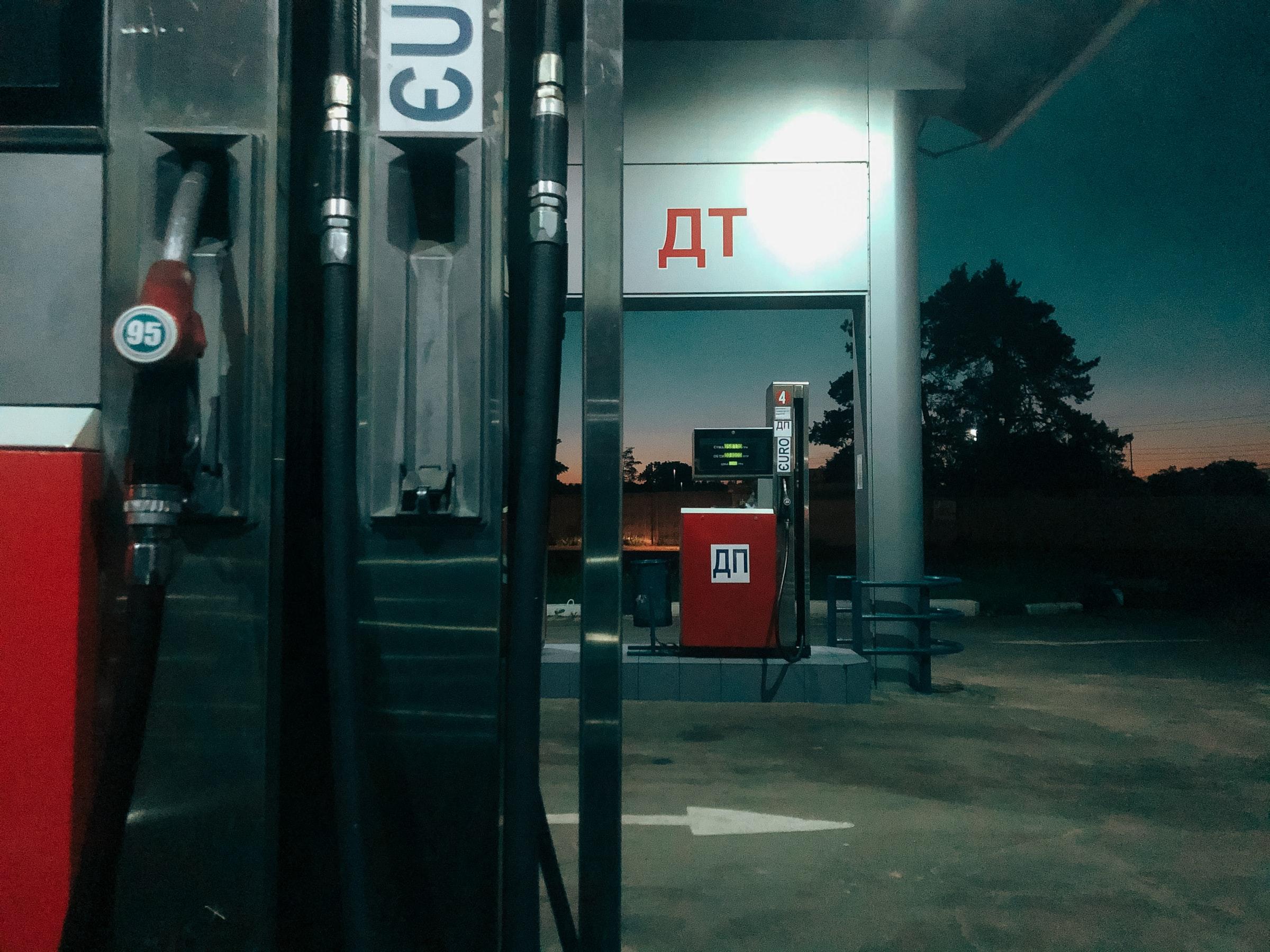 Сколько будут стоить бензин и ДТ в мае: заправки объявляют бойкот