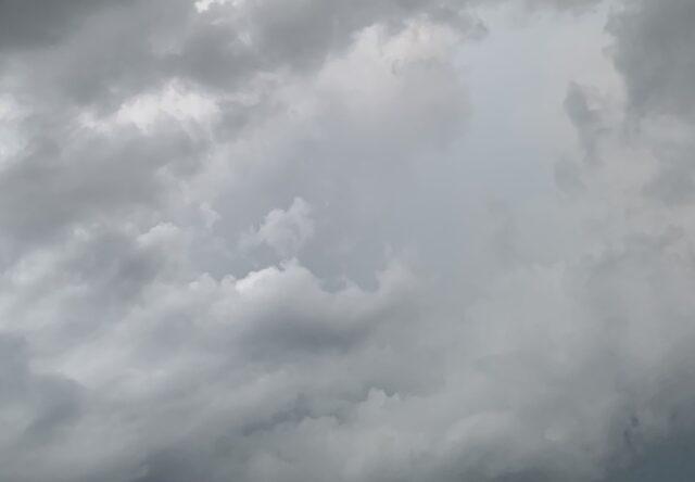 В Запорожье прошел дождь с грозой (ВИДЕО)