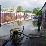 Потоп в Запорожье - спасатели откачали 200 кубометров воды