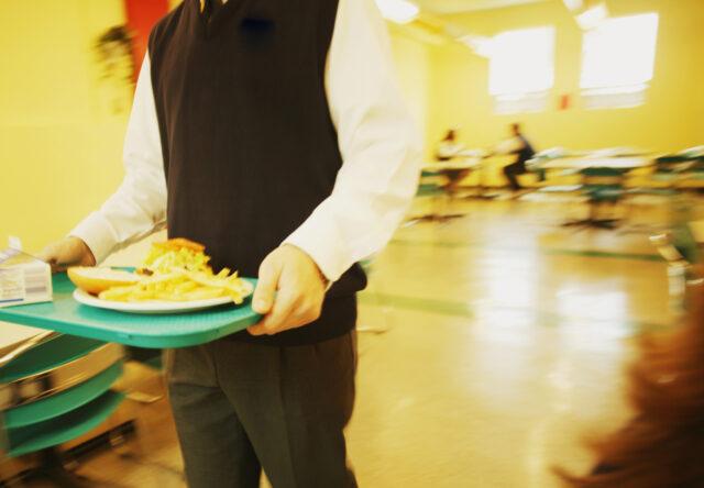 В школе Запорожской области детей кормили некачественными продуктами
